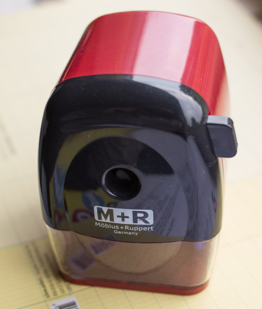 Red M+R 0981 sharpener - Möbius und Rupper