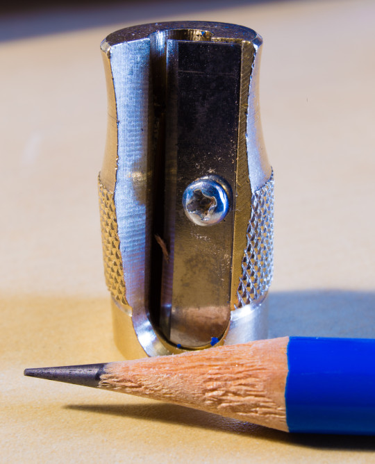 A pencil point before the blade treatment