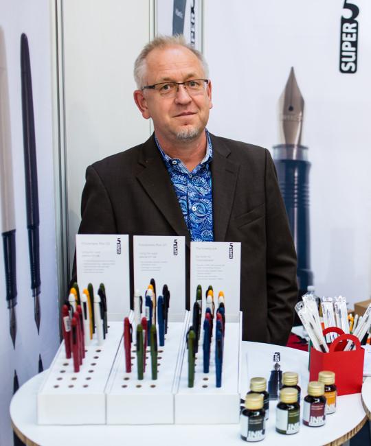 Robert Neumann, the man behind the Super5 fountain pen.